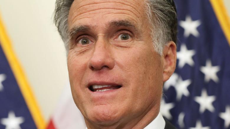 Mitt Mitt Romney (R-UT) foran flagget under pressekonferanse på US Capitol 2019
