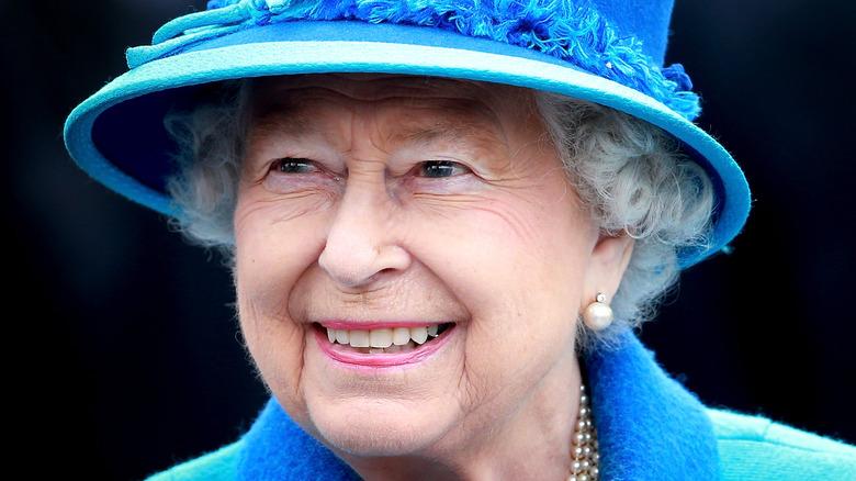 Dronning Elizabeth, 2015-bilde, smilende og iført hatt