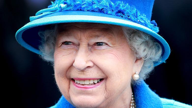 dronning Elizabeth blå hatt