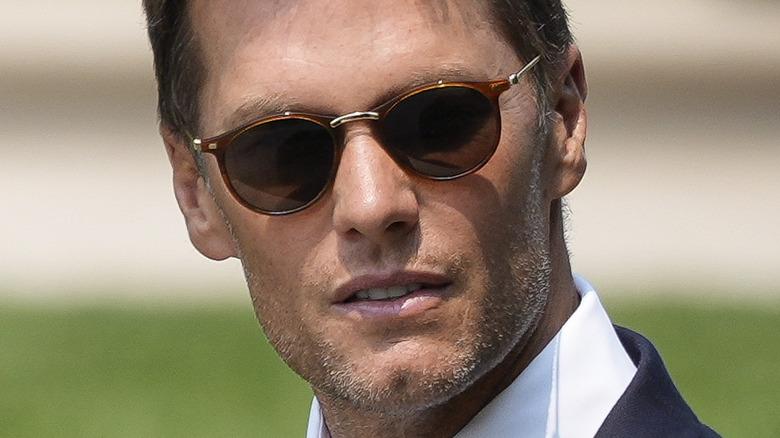 Tom Brady i solbriller på Det hvite hus