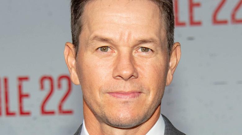 Mark Wahlberg stiller i dress.