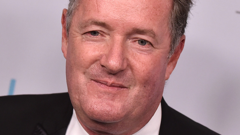 Piers Morgan poserer