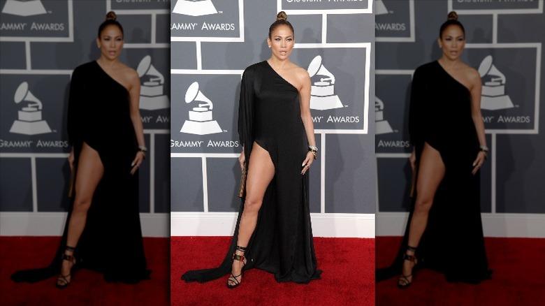 Jennifer Lopez gir et ulmende blikk på den røde løperen