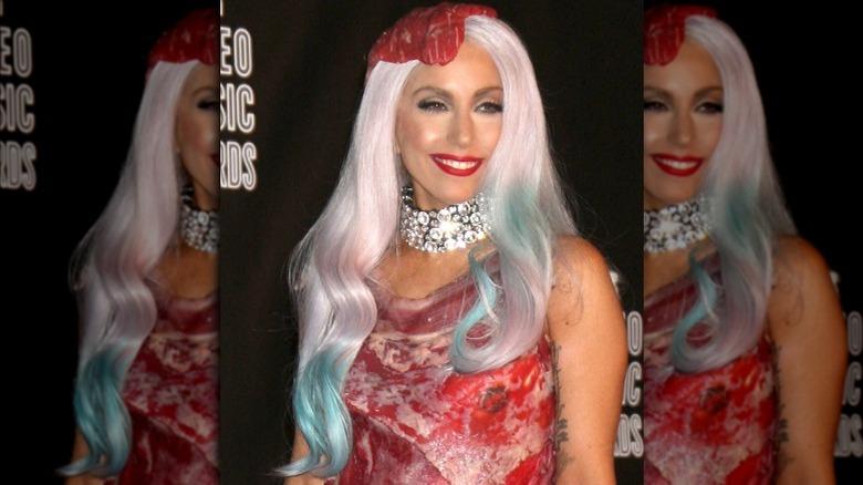 Lady Gaga iført kjøttkjole