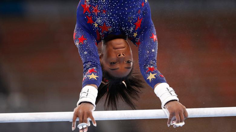 Simone Biles konkurrerer under OL i Tokyo