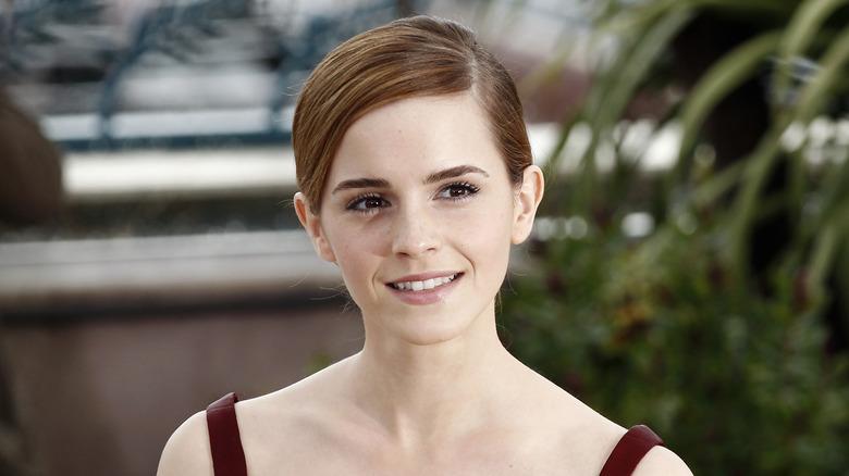 Emma Watson smiler i Frankrike