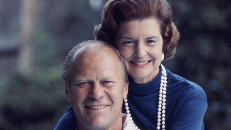 Gerald og Betty Ford smiler