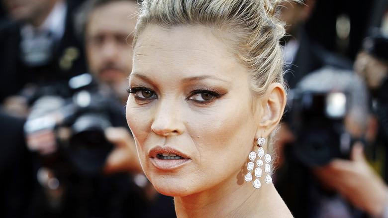 Kate Moss poserer