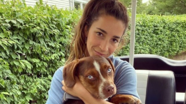 Aly Raisman med hunden Mylo