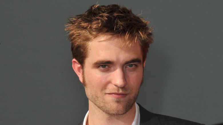 Robert Pattinson smilte litt
