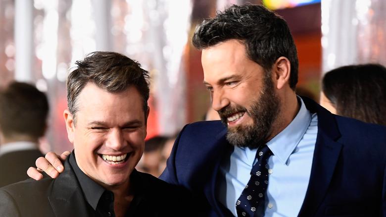 Matt Damon og Ben Affleck smiler
