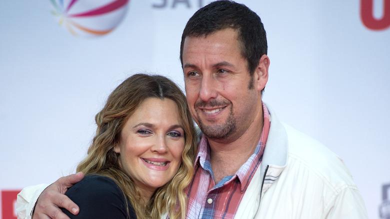 Drew Barrymore og Adam Sandler smilte