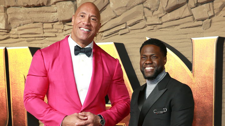 Dwayne Johnson og Kevin Hart smiler