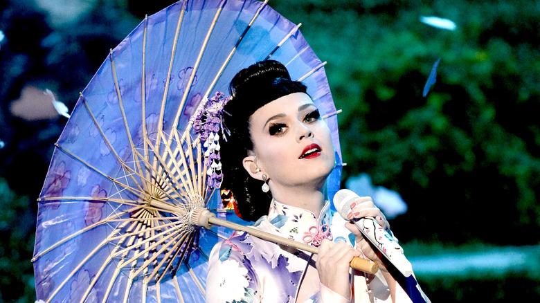 Katy Perry i geisha -kjole