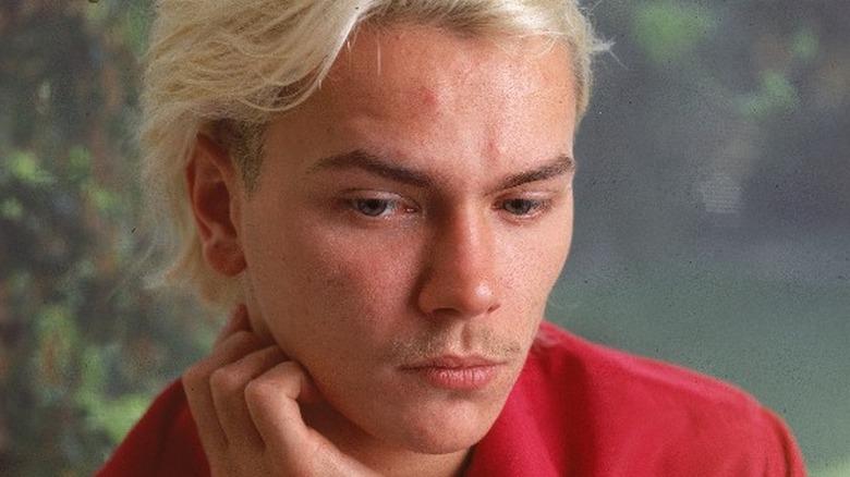 River Phoenix med blondt hår