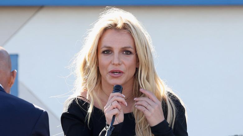 Britney Spears snakker