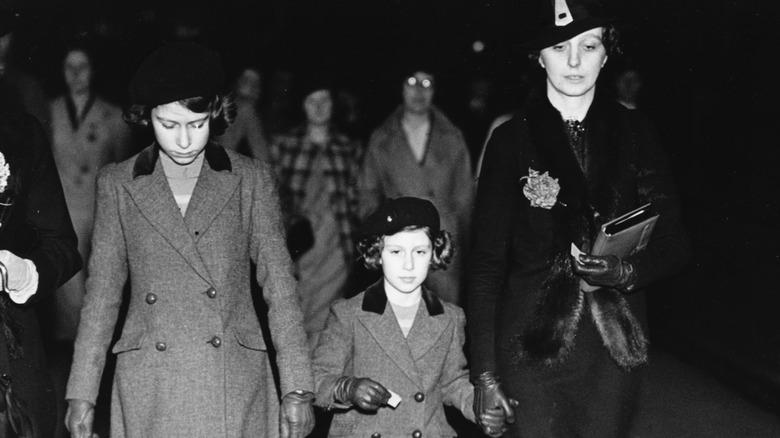 Dronning Elizabeth, prinsesse Margaret og Marion Crawford