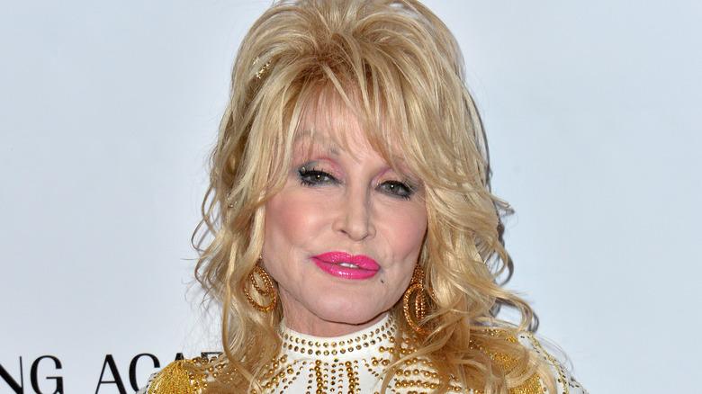 Dolly Parton på en rød løper