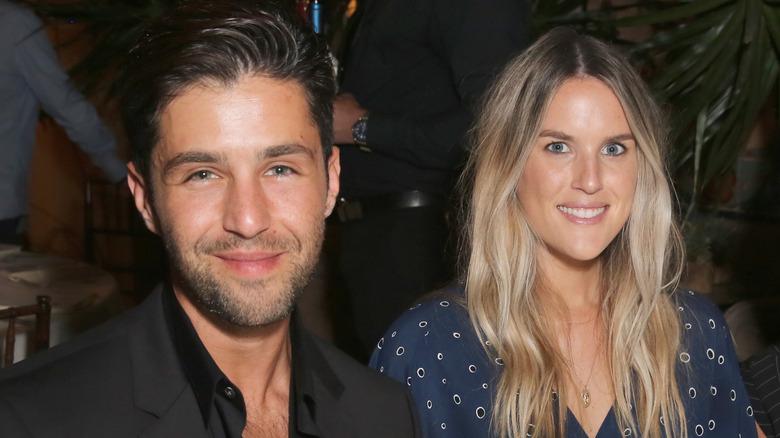 Josh Peck og Paige O'Brien smiler