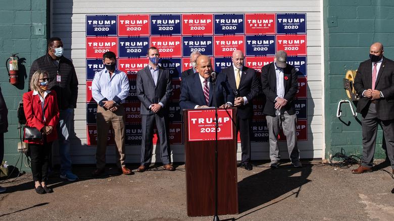 Rudy Giuliani talte på en pressekonferanse