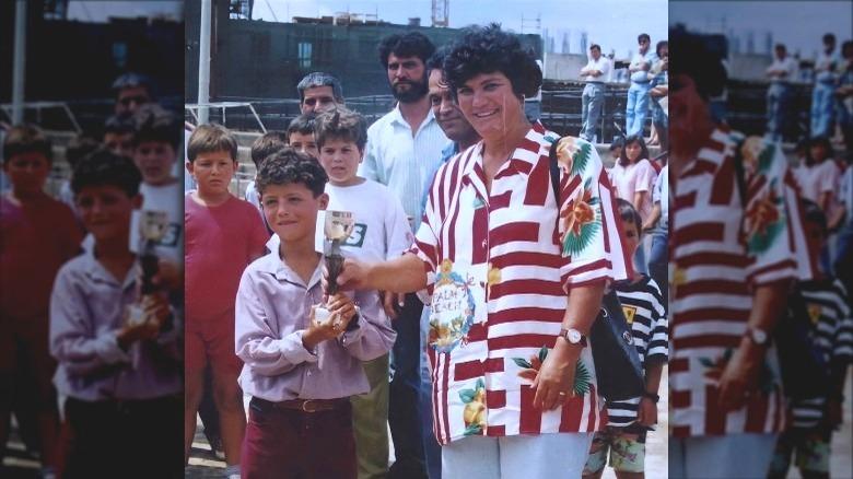 Cristiano Ronaldo med moren