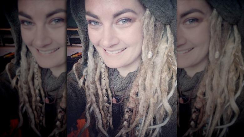 Naken og redd Dani Beau -selfie med hatt