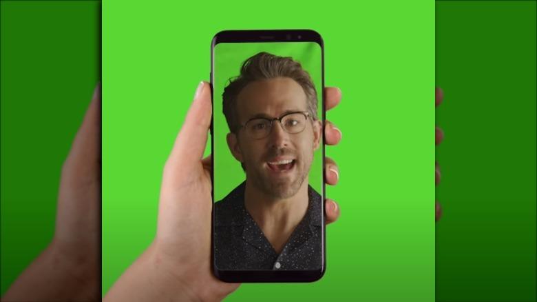 Ryan Reynolds snakker i Mint Mobile -annonse