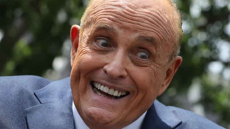 Rudy Giuliani ser manisk ut på et arrangement