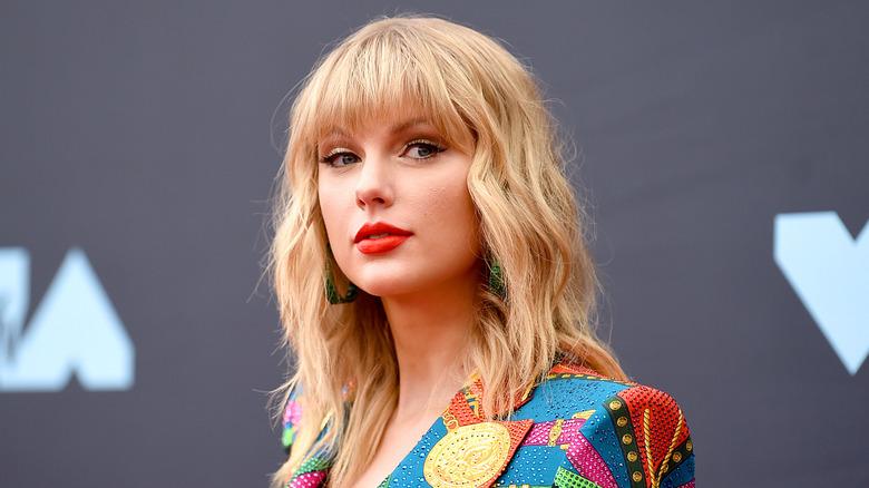 Taylor Swift på en rød løper