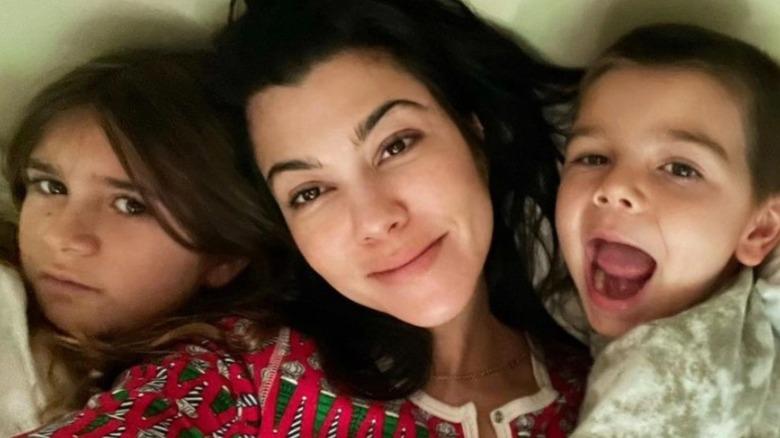 Penelope Disick, Kourtney Kardashian og Reign Disick tar en selfie