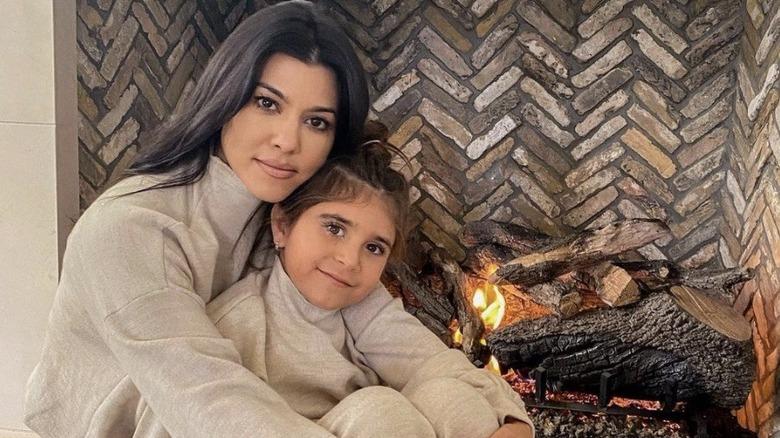 Kourtney Kardashian holder Penelope Disick