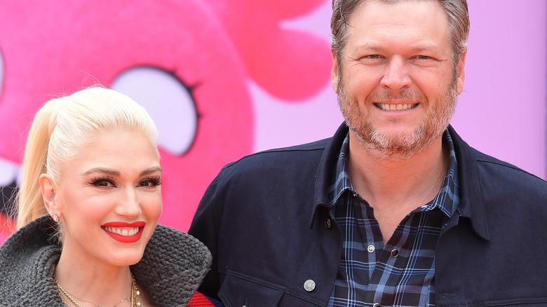 Gwen Stefani og Blake Shelton på den røde løperen