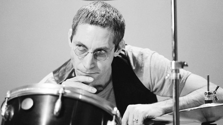 Charlie Watts poserte med trommer i 1978