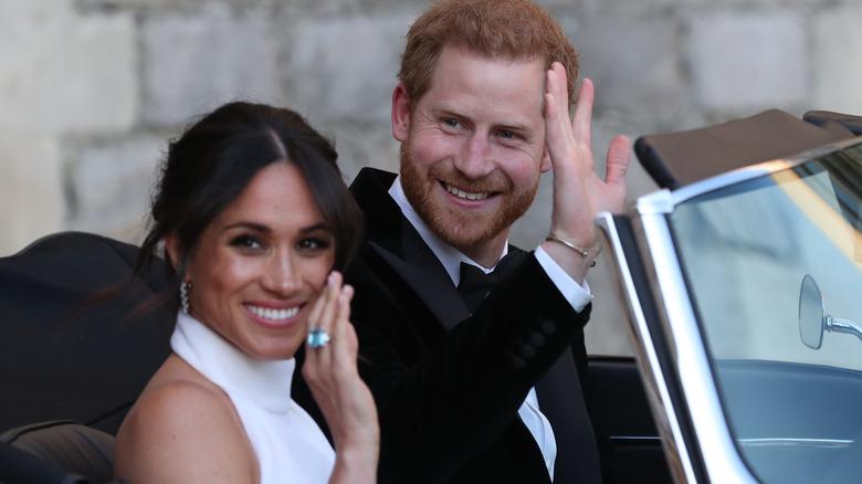 Meghan Markle og prins Harry vinker
