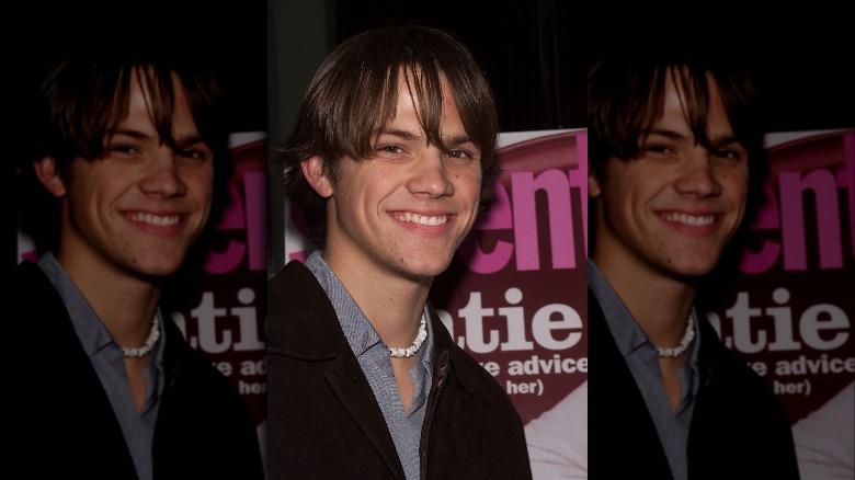 Jared Padalecki smilte på et arrangement i 2002