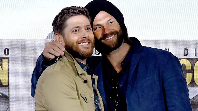 Jared Padakecki og Jensen Ackles på en Comic-Con i 2019