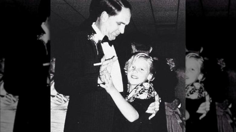 Rosa dans med pappa som barn
