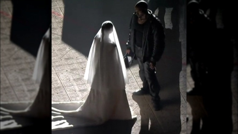 Kanye West ser Kim Kardashian i brudekjole