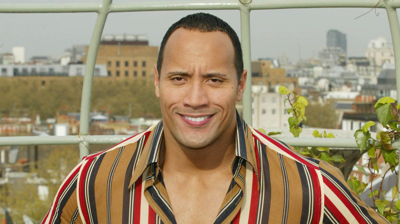 Dwayne Johnson iført striper