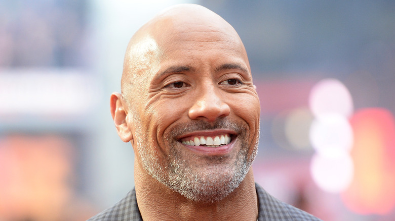 Dwayne Johnson med grått skjegg