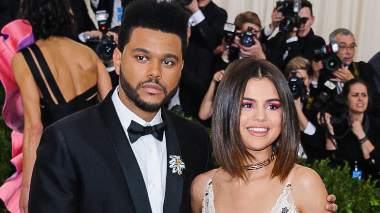 The Weeknd og Selena Gomez på den røde løperen