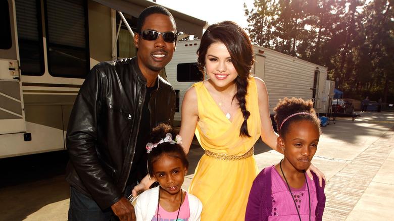 Selena Gomez med Chris Rock og døtrene hans