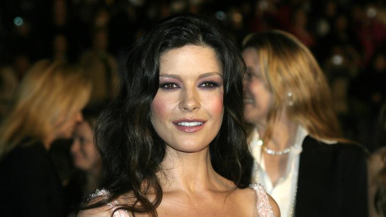 Catherine Zeta-Jones smiler i Hollywood