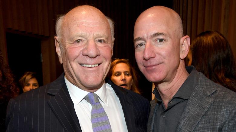 Barry Diller og Jeff Bezos smiler