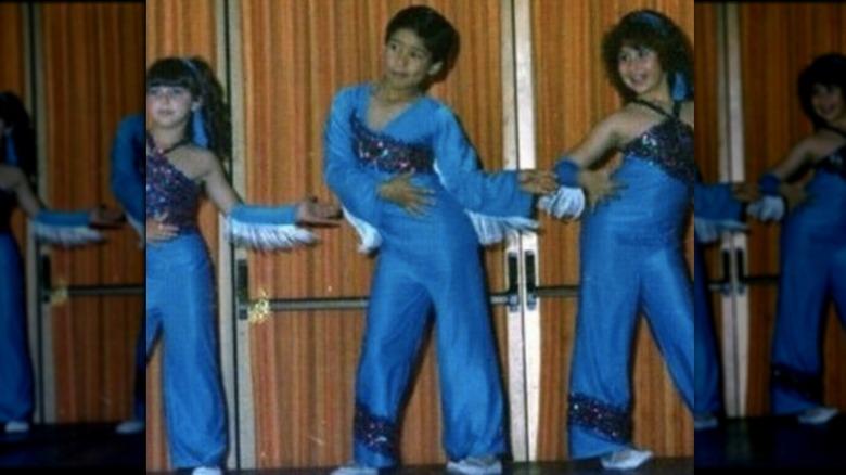 Mario Lopez danser med klassekamerater