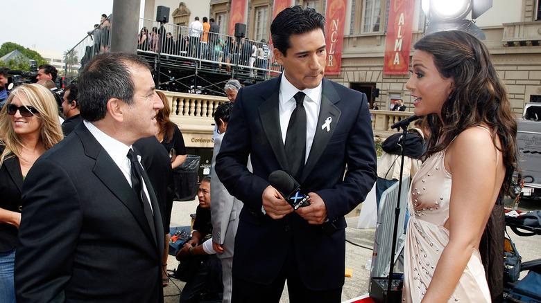 Mario Lopez intervjuer Marisol Nichols på den røde løperen