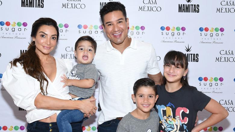 Familien Lopez smiler