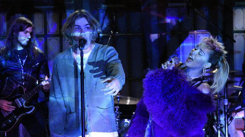 Kid LAROI og Miley Cyrus opptrådte på SNL