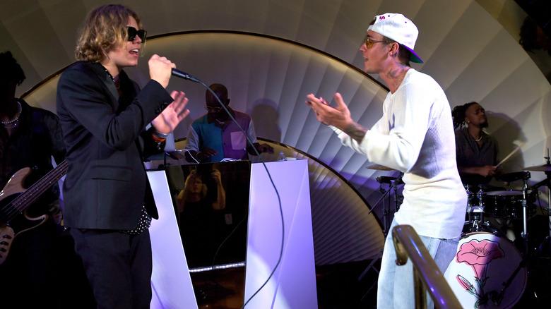 Kid LAROI på scenen med Justin Bieber