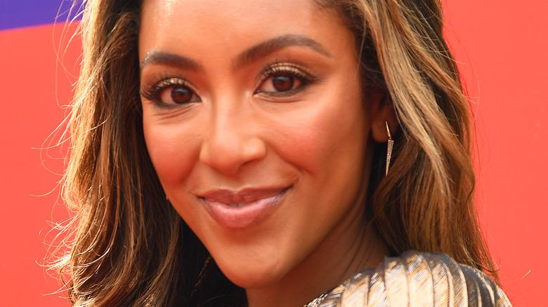 Tayshia Adams på MTVs røde løper